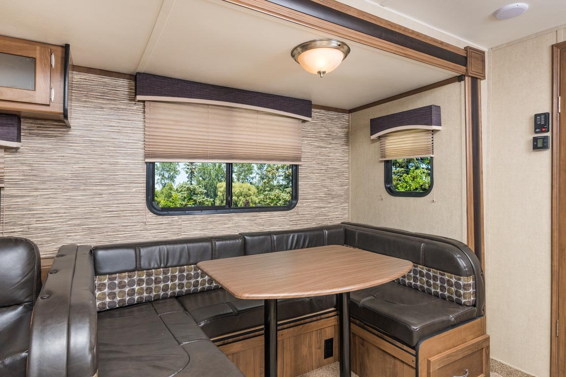 master bedrooms pictures 276bhs innsbruck travel trailers gulf coach inc 12356